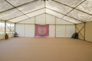 salle de yoga temporaire intérieure